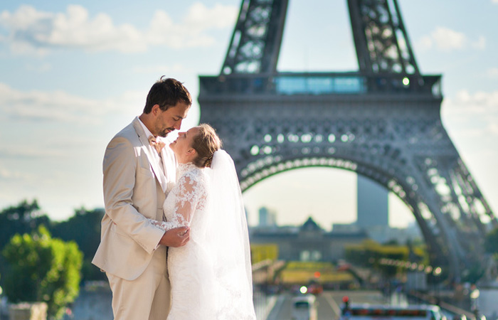 Private chauffeur in Paris for your wedding day tour